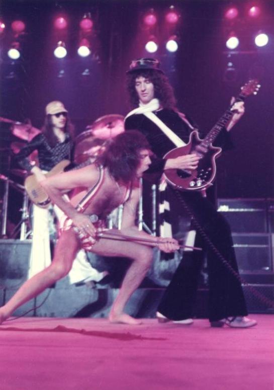 Queen Japan 76